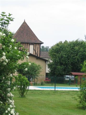 la piscine vue du jardin