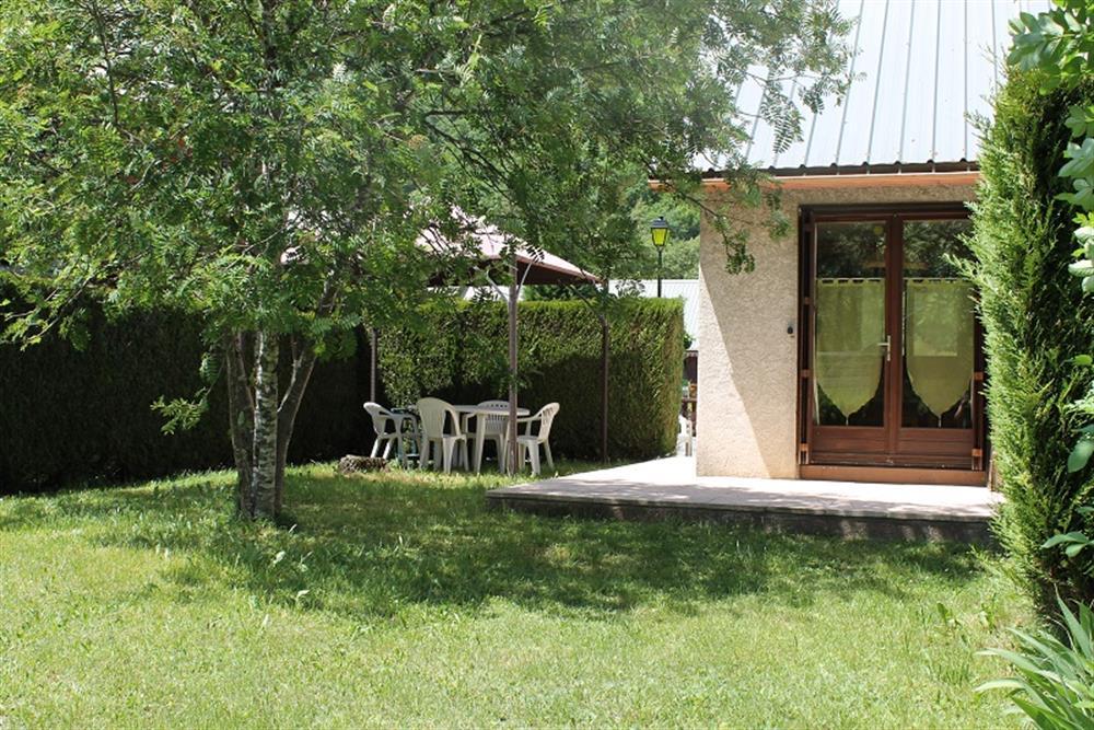 allemont petite maison avec joli jardin. Black Bedroom Furniture Sets. Home Design Ideas