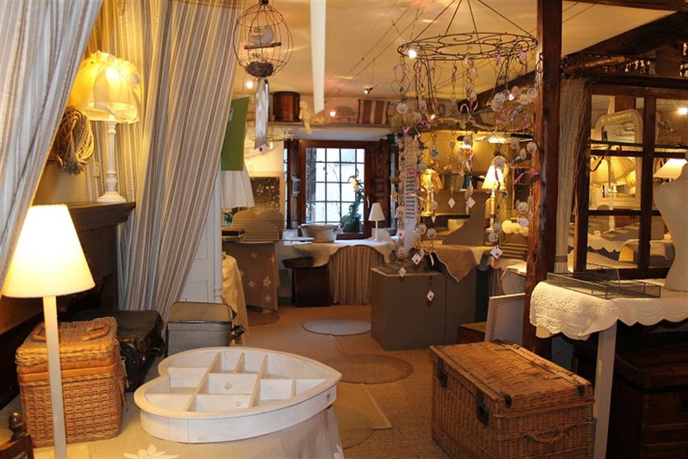 venosc local commercial possibilite habitation. Black Bedroom Furniture Sets. Home Design Ideas