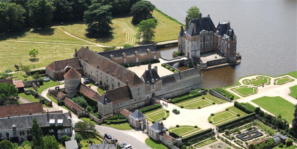 Château de La Bussière 4km