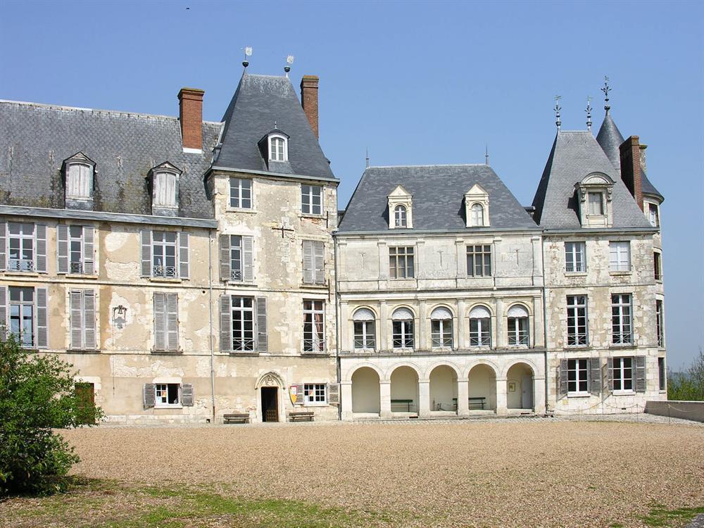 Château de St Brisson 24km