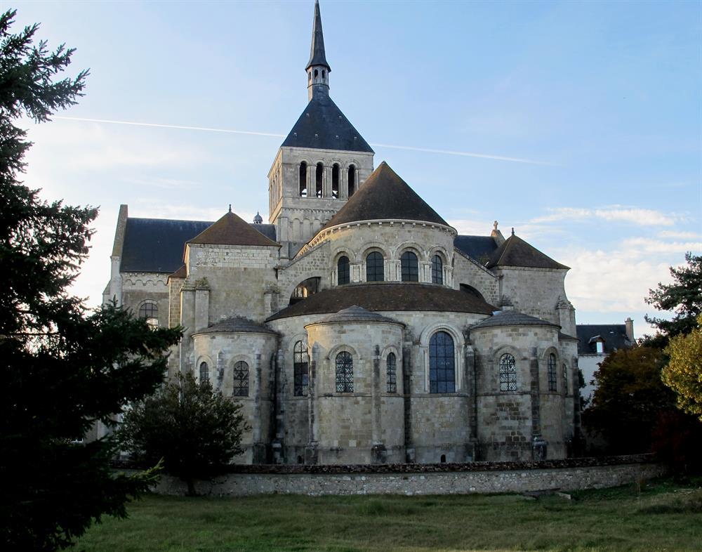 Abbaye de St Benoît 45km